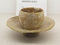 宋代文物酱釉莲瓣纹瓷盏托