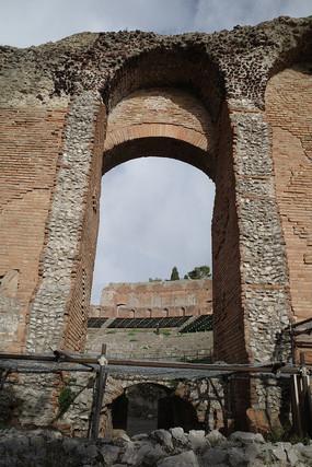 马西莫贝里尼剧院出入口