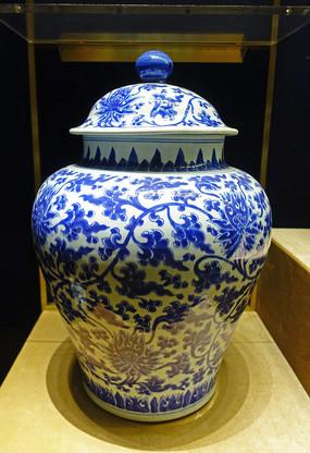 清代青花缠枝西番莲纹盖罐