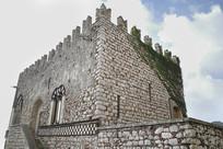 陶尔米纳古堡