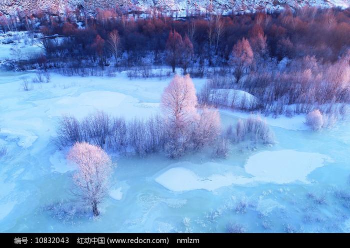 大兴安岭雪域冰封河流图片