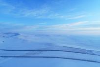 航拍辽阔雪原