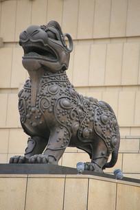 瑞兽麒麟雕像