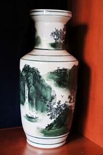 山水纹瓷瓶