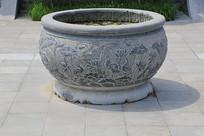 雕荷花纹石缸