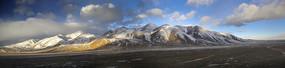 青藏高原雪山全景图