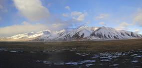 雪山草原图