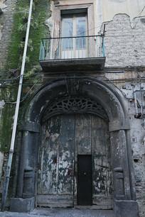 那不勒斯老楼大门