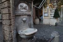 街头古董饮水机