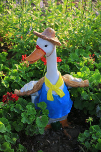 戴帽子的鸭子彩雕