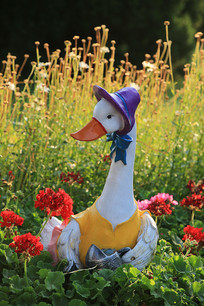 花园里的母鸭子彩雕