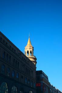 蓝天下的欧式建筑