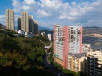 蓝天下的重庆巫山城市风光