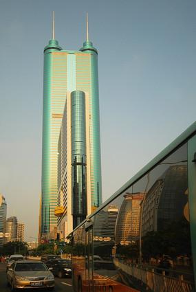 深圳地王大厦及公交车玻璃