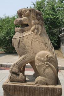 方头石雕狮子雕像