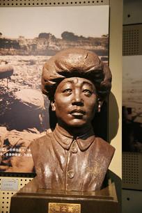 烈士梁士英雕像