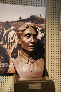 烈士张绍柯雕像