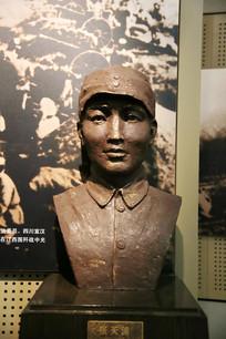 烈士张天掏雕像