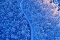 航拍大兴安岭雪原公路