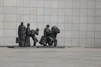 九一八逃难的难民雕像