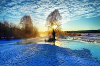 大兴安岭冬季冰封河流朝阳