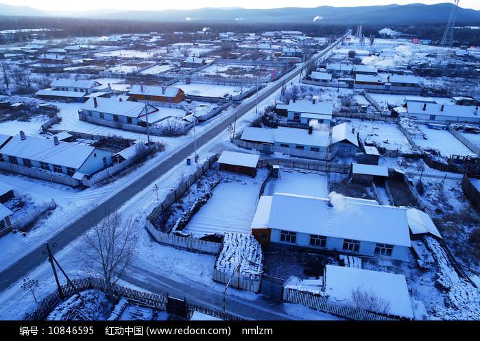 大兴安岭林区森林小镇雪景图片