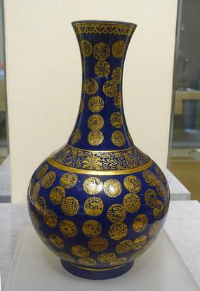 清代祭蓝釉金彩皮球锦纹赏瓶