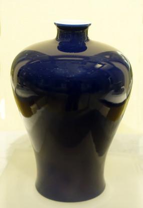 清代祭蓝釉梅瓶