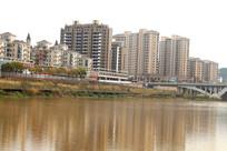 信丰县桃江河对面高楼