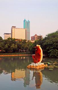 深圳荔枝公园-荔湖红鲤鱼雕塑