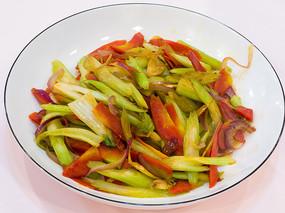 蚝油芹菜炒胡萝卜