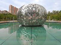 深圳北站及池塘雕塑