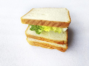 面包加蔬菜