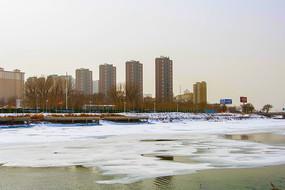 鞍山万水河冰雪河道与高层住宅