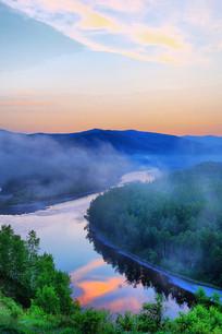 大兴安岭森林河云海朝阳