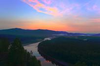 大兴安岭山林中的激流河晨曦