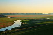 呼伦贝尔草原河湾朝阳