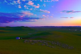呼伦贝尔草原牧场暮色