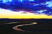 呼伦贝尔河湾牧场夕阳景色