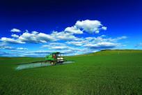 农垦麦田喷洒农药