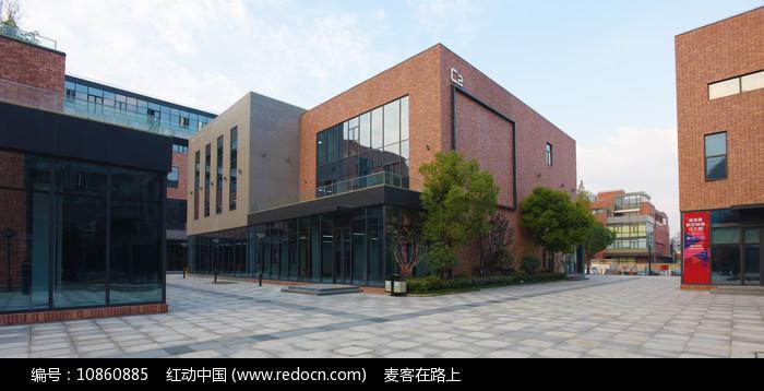 上海大宁中心广场的办公楼建筑图片
