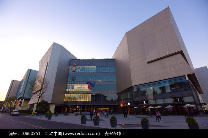 上海七宝万科广场的建筑外部图片