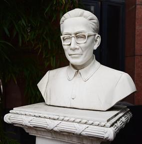 上海戏剧学院的朱瑞钧雕像