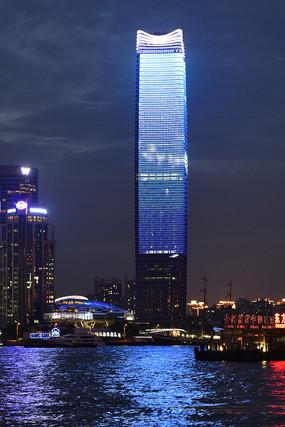 夜晚的上海白玉兰广场