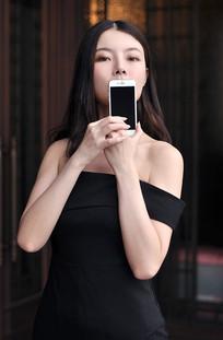 展示手机的产品代言模特