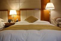 宾馆客房床铺
