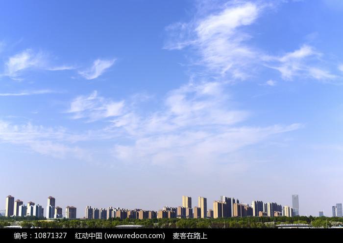 城市的蓝天白云图片