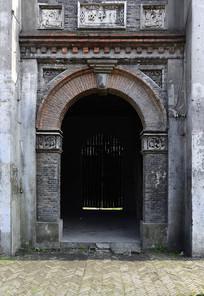 陈旧的上海石库门