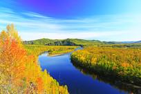 大兴安岭秋水灿烂的河湾
