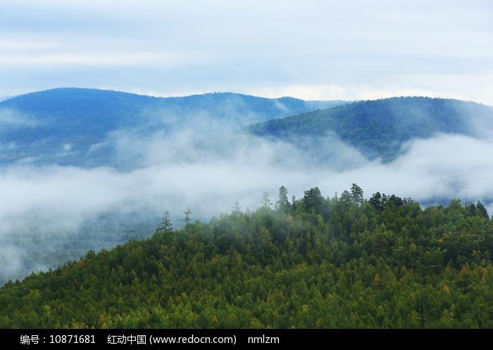 大兴安岭原始森林云雾缥缈图片